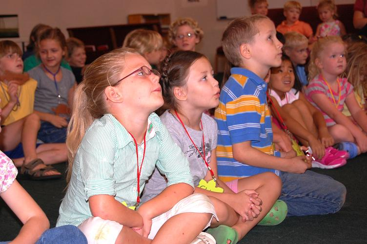children watching KY Reptile Zoo presentation
